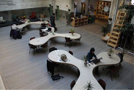 Các loại bàn làm việc độc đáo trong văn phòng làm việc công ty-5