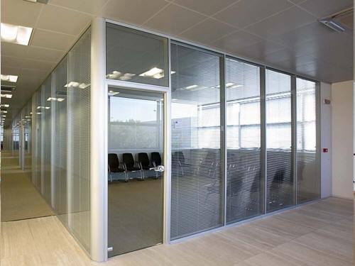 Vách ngăn văn phòng bằng kính