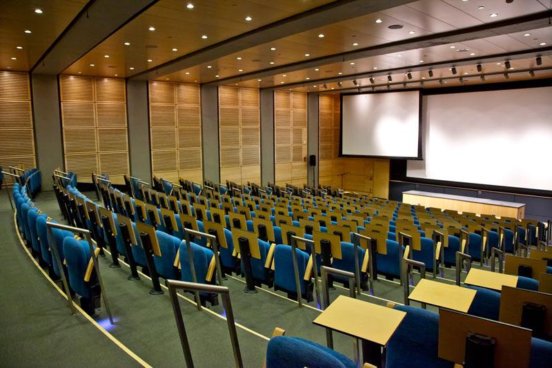 Thiết kế phòng hội trường với ghế ngồi đa năng hiện đại