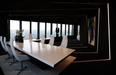 Thiết kế văn phòng ấn tượng với đồ dùng nội thất màu trắng