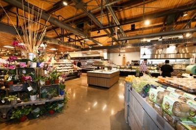 Thiết kế và thi công nội thất siêu thị mini
