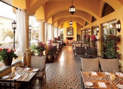 Thiết kế nhà hàng cafe take away đơn giản