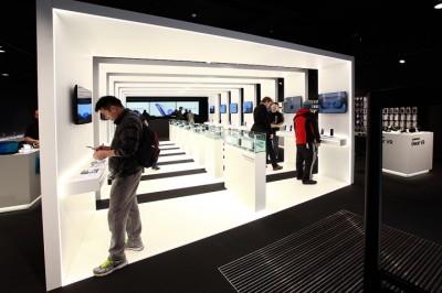 Một số thiết kế showroom điện thoại ấn tượng trên thê giới