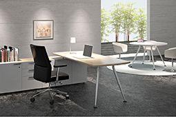 Bàn làm việc hiện đại trong thiết kế nội thất văn phòng