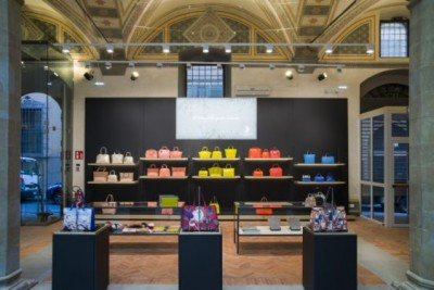 Ngắm mẫu thiết kế showroom túi xách sang trọng cao cấp