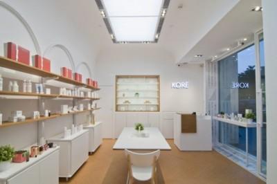 Ngắm mẫu thiết kế showroom mỹ phẩm gần gũi, hiện đại