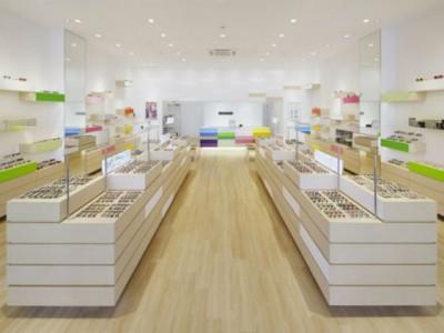 Thiết kế showroom kính mắt không gian sang trọng